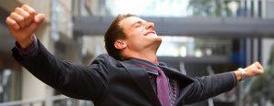 4 Façons d'Utiliser Votre Langage Corporel Pour Prendre Confiance En Soi Et Attirer Le Succès